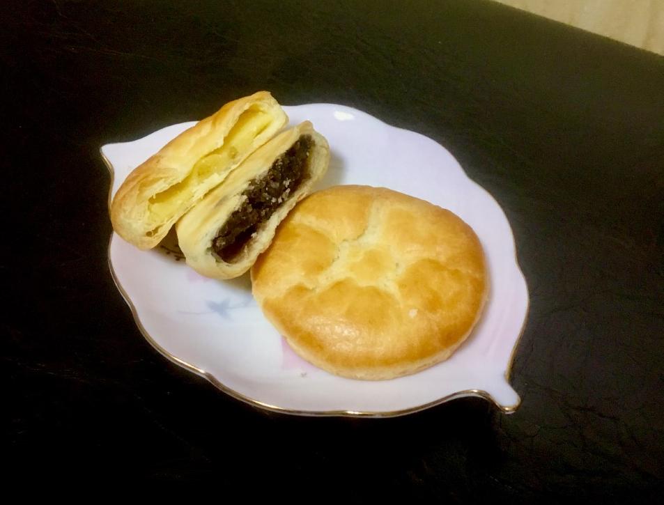 しっとりして餡子がたっぷりパイ饅頭 小倉あんパイ天恵製菓