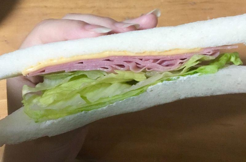 さっぱり野菜ソースのサンドイッチ