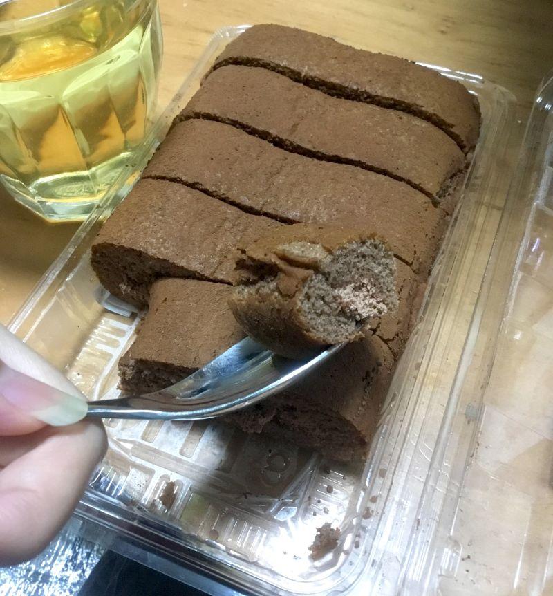 チョコ3種使いのロールケーキ