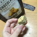 軽い食感の正方形のチョコウエハース